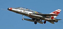 Истребитель-бомбардировщик F-100 «Super Sabre»