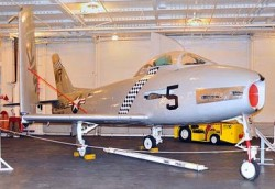 Палубный истребитель FJ-2 Fury