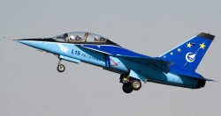 Учебно-боевой самолет Hongdu L-15 Falcon
