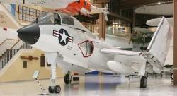 Палубный истребитель Vought F7U Cutlass