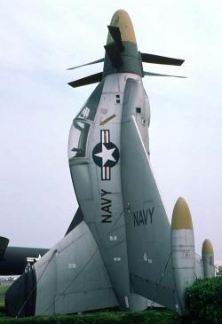 Экспериментальный истребитель Convair XFY-1 Pogo