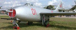 Истребитель МиГ-9