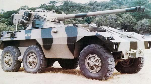 Машина огневой поддержки Engesa EE-18 Sucuri