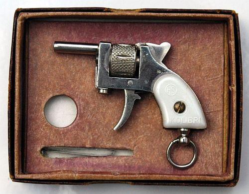 Пистолеты были различных