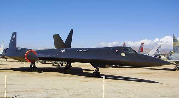 Самолет sr 71a blackbird выполнен по схеме