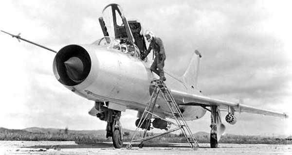 Учебно-боевой самолет Су-7У / УМК